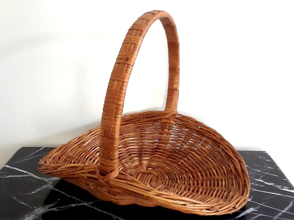 Woven Gathering Basket : Very large woven wicker gathering basket flower