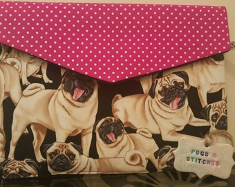 NEW!!!! ipad or tablet pouch cover case . Cushion lined with velcro fastening. Pink contast closing with black lining