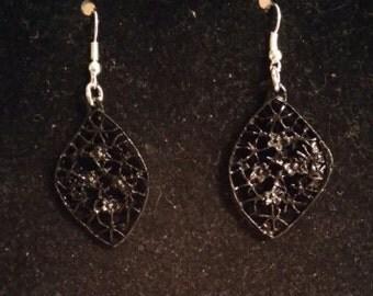 Flower and leaves earrings