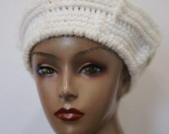 Vintage 1970s Hand Crochet Knit Knitted Handmade Off White Winter White Beret Cap Hat Beanie