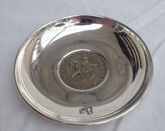 Queen's Jubilee Silver commemorative plate Diameter 10.4cm