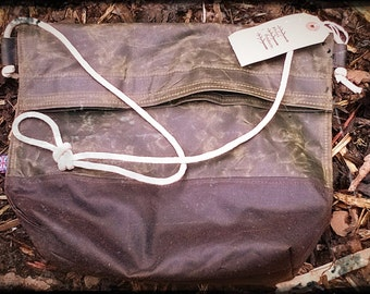Waxed Canvas Poachers / Cyclists Musette Bag