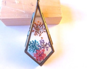 Nature-inspired jewelry -Frame Crystal Drop pendant , Real Flower  necklace -dried flowers  necklace -Terrarium Necklace