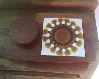 Vintage/Retro Cheese Board With Dip Dish