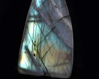 Labradorite cabochon, no. 210, 88,25 carat