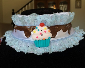 Blue and white cupcake chocolate icing drip choker necklace