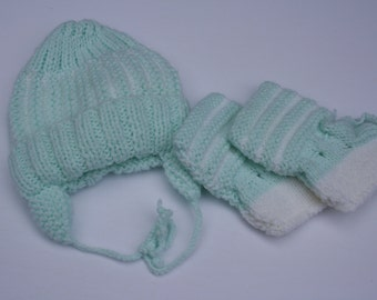 Vintage Handmade, hand knitted baby hat and booties set, green, white, soft, newborn, 0 - 3 months