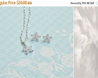 On Sale New woman's clear white silver flower set earrings and necklace