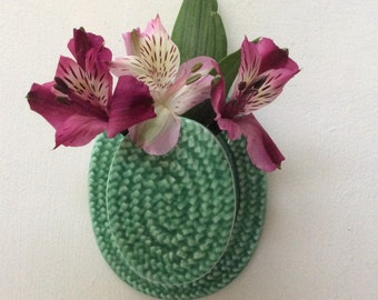 Vintage SylvaC green straw hat wall vase no: 733