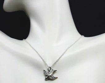 Sweet Sparrow pendant - tiny Silver sparrow - little flying bird necklace - silver swallow necklace - hirondelle - tiny swallow charm