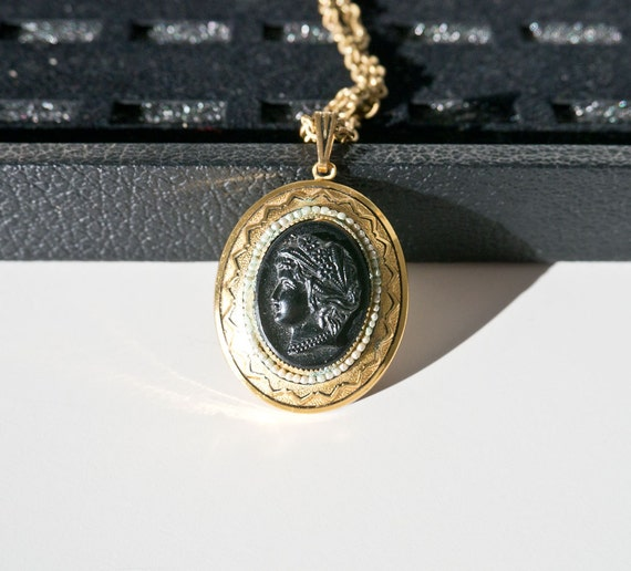 Vintage Gold Toned Cameo Locket Necklace