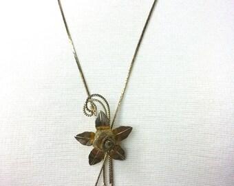 "Elegant Vintage Flower Gold Tone Lavalier Pendant Necklace, Lariat Necklace, on a Long Chain 26"" in Goldtone, Art Deco, Great Gatsby Flapper"