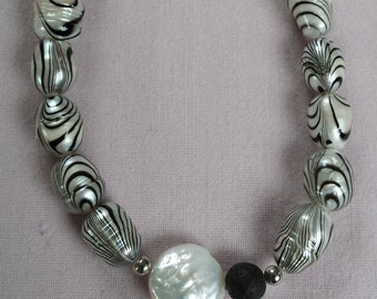 Pearl Necklace with zebra stripes