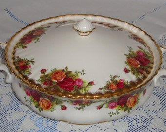 ROYAL ALBERT Old Country Roses Lidded Vegetable Tureen -  Bowl, Perfect
