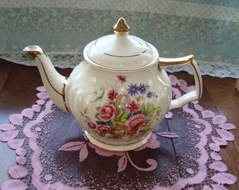 Sadler England 3549 - Vintage Teapot - Flowers In Basket, Ribbed, Gold Trim with Squared Handle