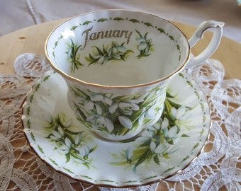 """Royal Albert Bone China Flower of the Month Series JANUARY Cup and Saucer """"Snowdrops"""", Made in England"""