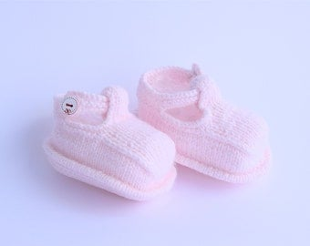 Pink Baby Booties, Knitted Baby Girl booties, Pink slippers, Gift for little princess, Baby girl shoes, Booties with button, Baby shower