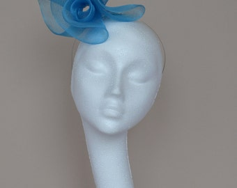 Blue fascinator. Blue Wedding fascinator. Blue Ascot fascinator. Blue Derby fascinator. Wedding guest fascinator