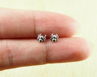 Spider Stud Earrings, cartilage earring, 925 Sterling Silver, Spider Jewelry, cartilage, tragus, steampunk - SA11