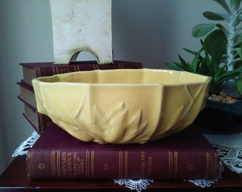 Vintage McCoy Water Lily Console Bowl in Yellow