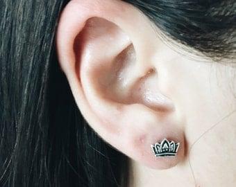 Crown ear studs, Sterling silver tiara earrings, Silver crown studs, Tiny crown earrings, Cartilage ear stud (ES224)