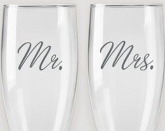 Mr. & Mrs. - Etched Champagne Flutes - Wedding Flute (Set of 2)