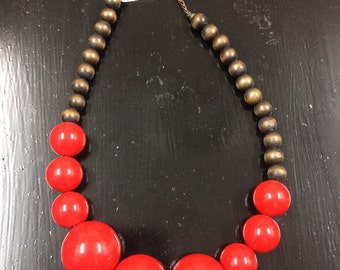 Retro red and wooden bead necklace