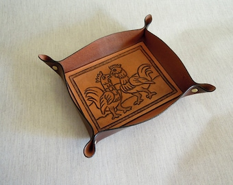 Handmade Leather Tray with a Drawing of Roosters.