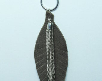 Leaf leather necklace during