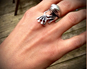 Cute Frog Silver Ring // Modern Look // Handcrafted