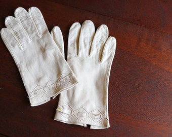 Vintage Ivory Leather Gloves, size small,  leather driving gloves, winter leather gloves, gifts for her, gifts for mom