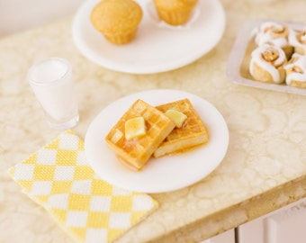 Breakfast Waffles with Maple Syrup - 1:12 Dollhouse Miniature