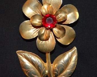 Gold tone flower brooch/pin
