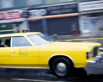 Art photography on paper Ultrachrome printing of a yellow cab in 1978 circulating to New York (Limited edition of 30)