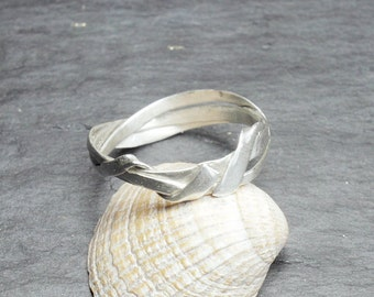 Unique 0.5 mm winding ring silver