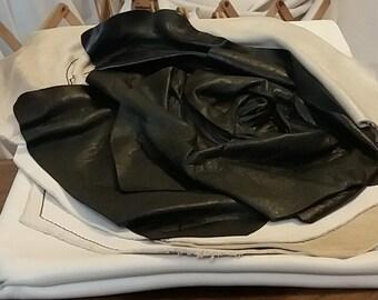Leather shoulder bag with flower
