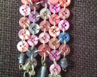 Silver metal kilt pin brooch with pink buttons