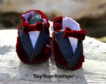 Baby Slippers - Baby boy Shoes - Baby Boy pram shoes - Slippers - Baby Gift - Crib Shoes  Grip Bottom Shoes - Boy Slippers  - Shoes  Booties