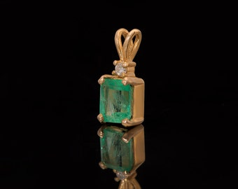 Vintage 18k Yellow Gold Emerald Pendant , Diamond Pendant, Emerald Necklace, Emerald Jewelry
