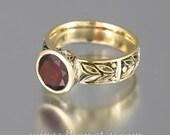 LAUREL CROWN 14k gold ring with Garnet