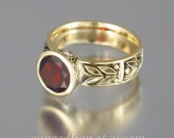 LAUREL CROWN 14k yellow gold ring with Garnet