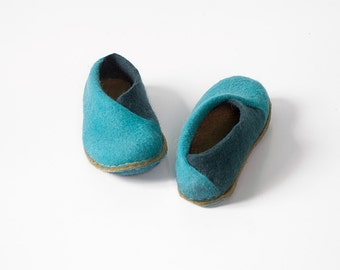 Natural felted wool slippers in Turquoise Sand - ENVELOPE slippers