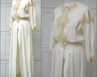 Vintage 1940s Lace Bridal Robe CHUMLEY Charles F. Berg - Romantic Elegance Small to Medium - Ivory on Vanilla