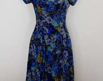 SALE Gorgeous 1940s-1950s floral fine-wale corduroy dress (small)