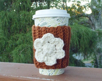 Gingerbread Brown Cup Cozy, Crochet Coffee Sleeve with Cream Flower, Coffee Cosy, Drink Cozy, Reusable Coffee Cozy