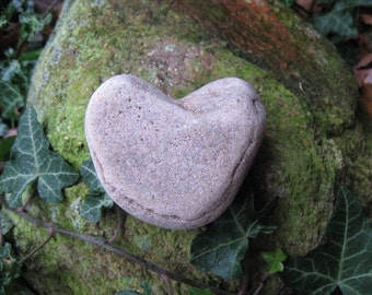 NATURAL HEART STONE Beach Stone Heart