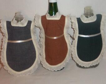 Dish Soap Apron, Cotton Homespun, Wine Bottle, Detergent Cover, Eyelet Lace, Rustic Primitive, Kitchen Decor