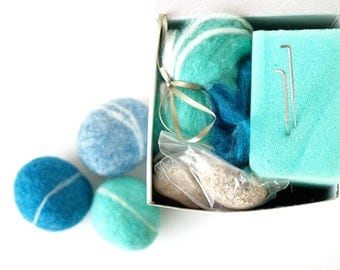 Needle Felting Kit Beginner - Felted Pebble Kit - Wool Stone Rock Kit - DIY Craft Kit - Waldorf Craft Kit - Children - Kids - Blue