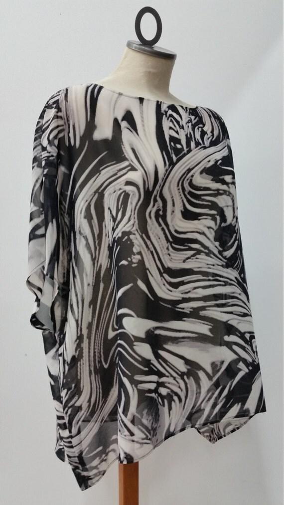 Tunique taille unique, ample et fluide, imprimé abstrait noir, gris et blanc