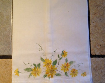 Hand Tatted Cotton Yellow Daisy Guest or Hand Towel